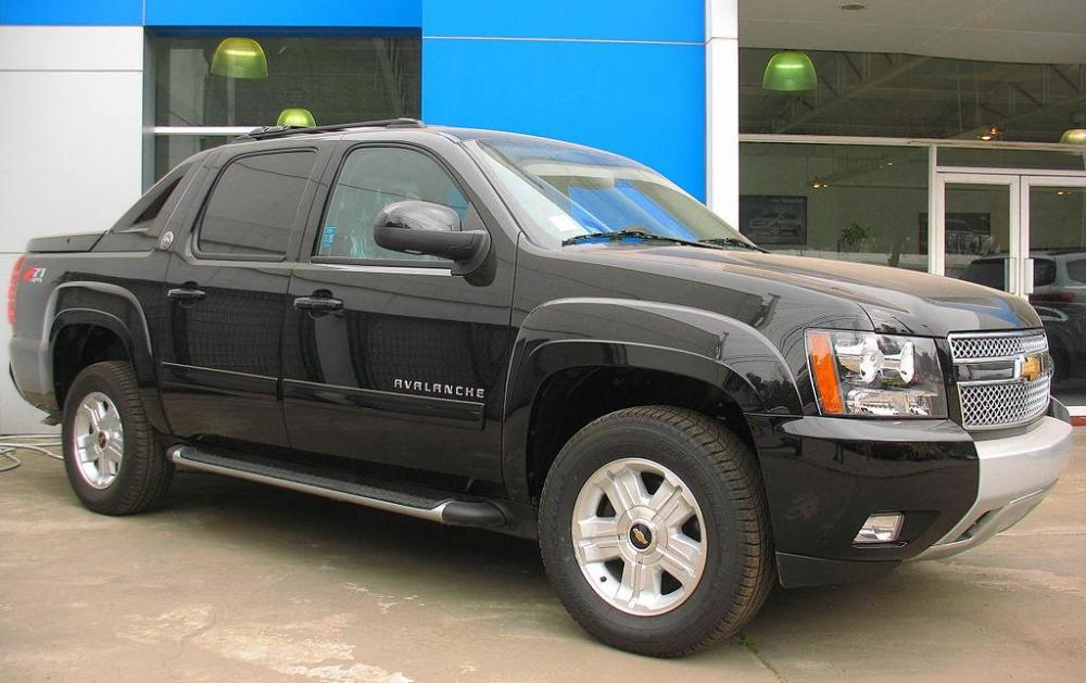 1024px-Chevrolet_Avalanche_Z71_Black_Diamond_Last_Edition_2013.thumb.jpg.7cab42040beb9fe8dcf7ab48d019822a.jpg